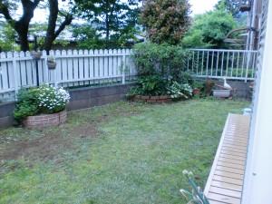 白いレンガの素敵なお庭