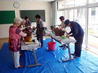 写真:寄せ植え教室の様子